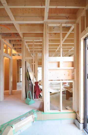 箕面外院リングス_モデルハウス_建築中の玄関掘り込みニッチ