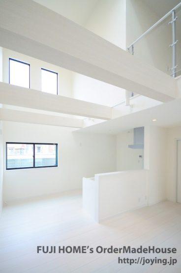 白い内装の新築@長居_LDK2